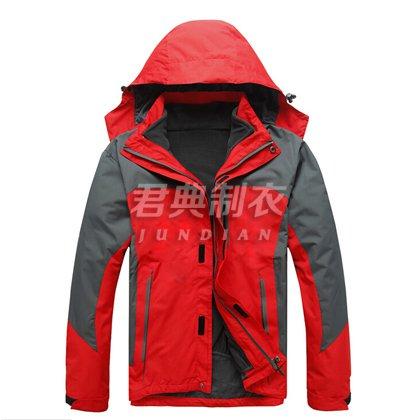 红色经典款式冲锋衣