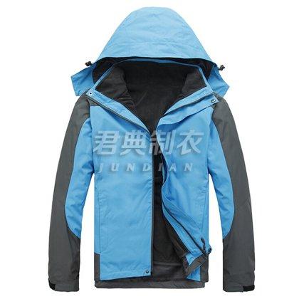 湖蓝色经典时尚冲锋衣