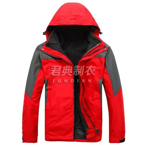 红色户外防水透气冲锋衣